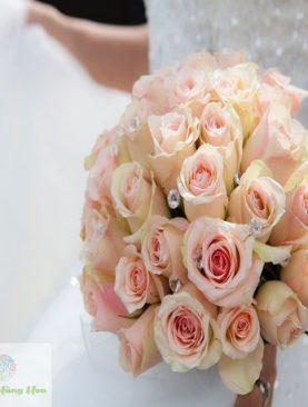 Hoa cầm tay cô dâu đẹp trong ngày cưới