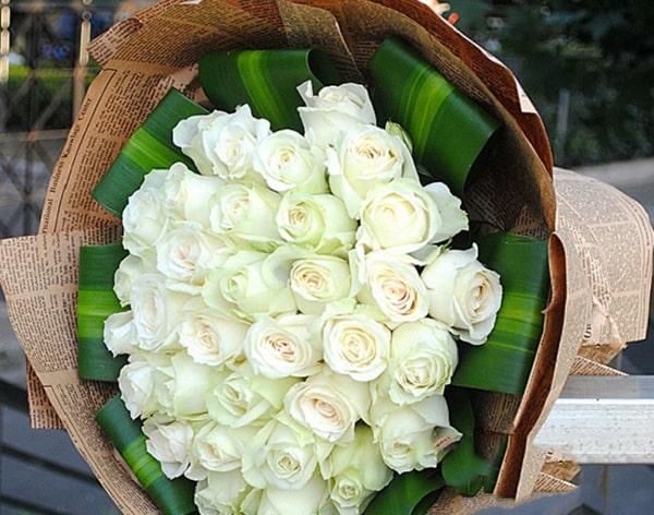 tặng hoa hồng ngày 14-03