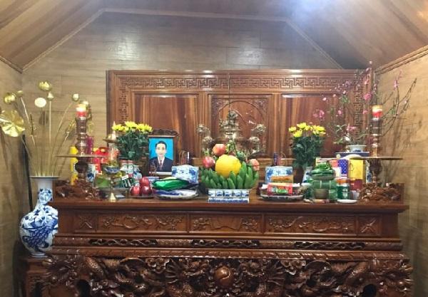 Nên Cắm Hoa Gì Trên Bàn Thờ Gia Tiên Ngày Lễ Rằm