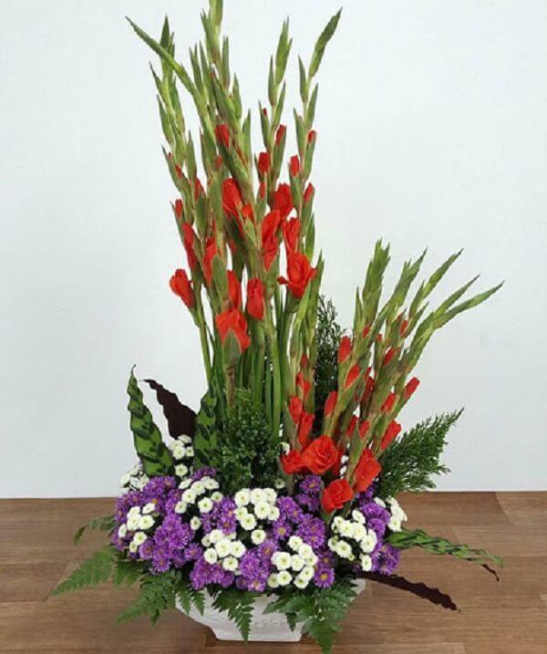 Kiểu căm hoa huệ đỏ để đẹp