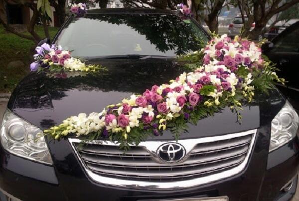 Mẫu xe hoa rước dâu sang trọng